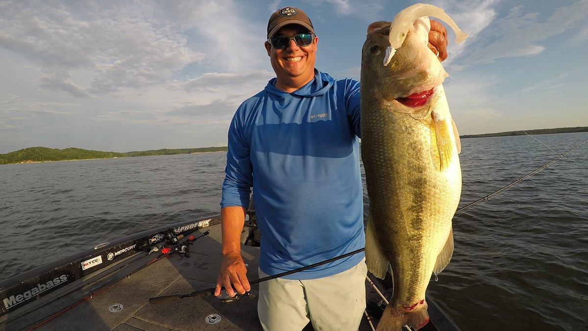 jason-big-swimbait-bass.jpg