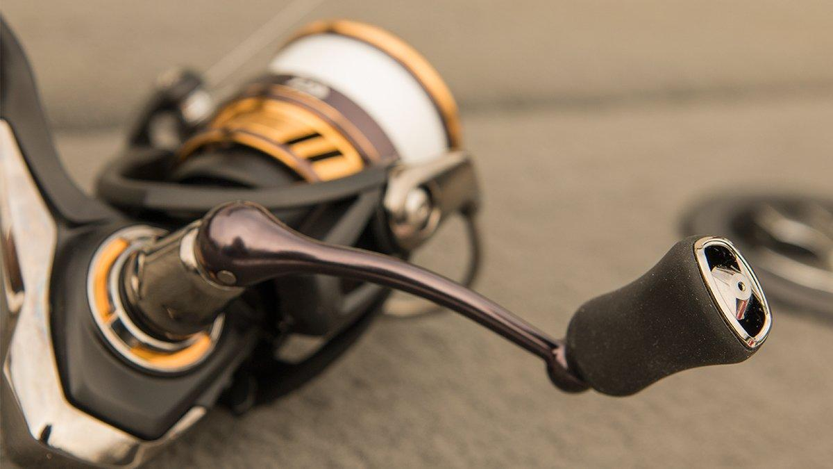 daiwa-legalis-lt-spinning-reel-handle.jpg