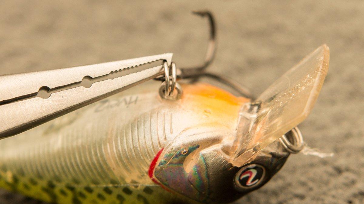 mustad-titanium-micro-ss-split-ring-pliers-crankbait-hook.jpg