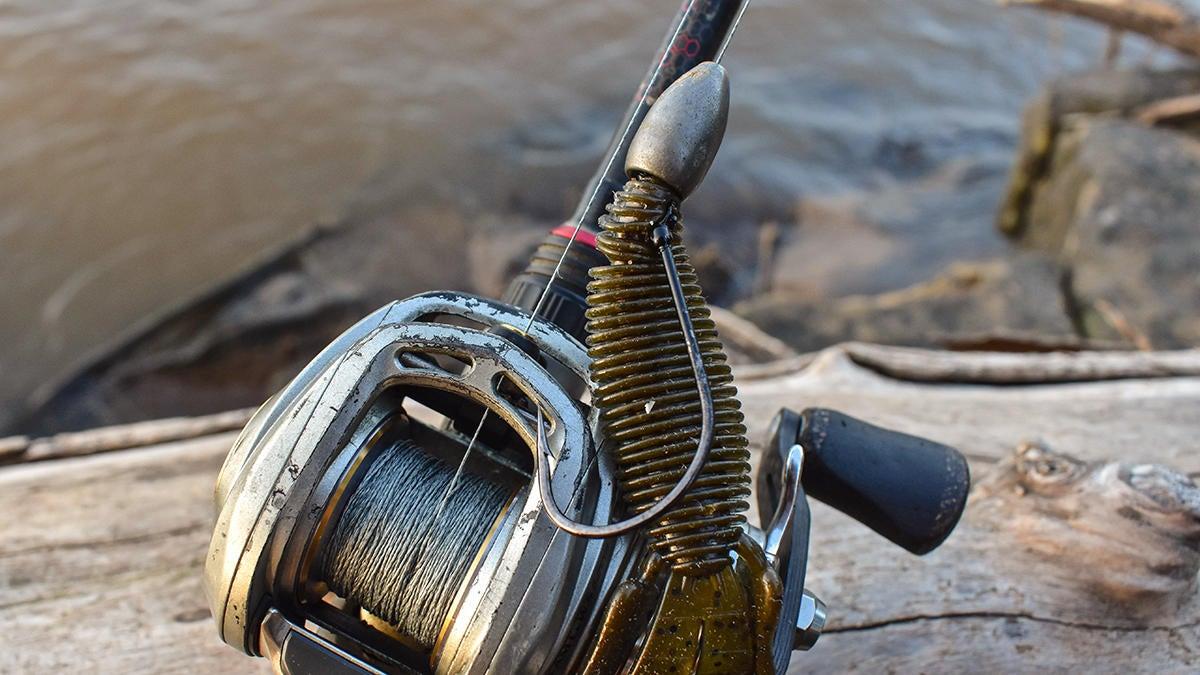summer-bass-fishing-hooks-4.jpg