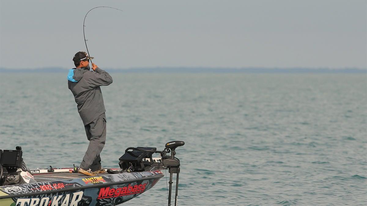 forward-looking-sonar-for-bass-fishing-3.jpg