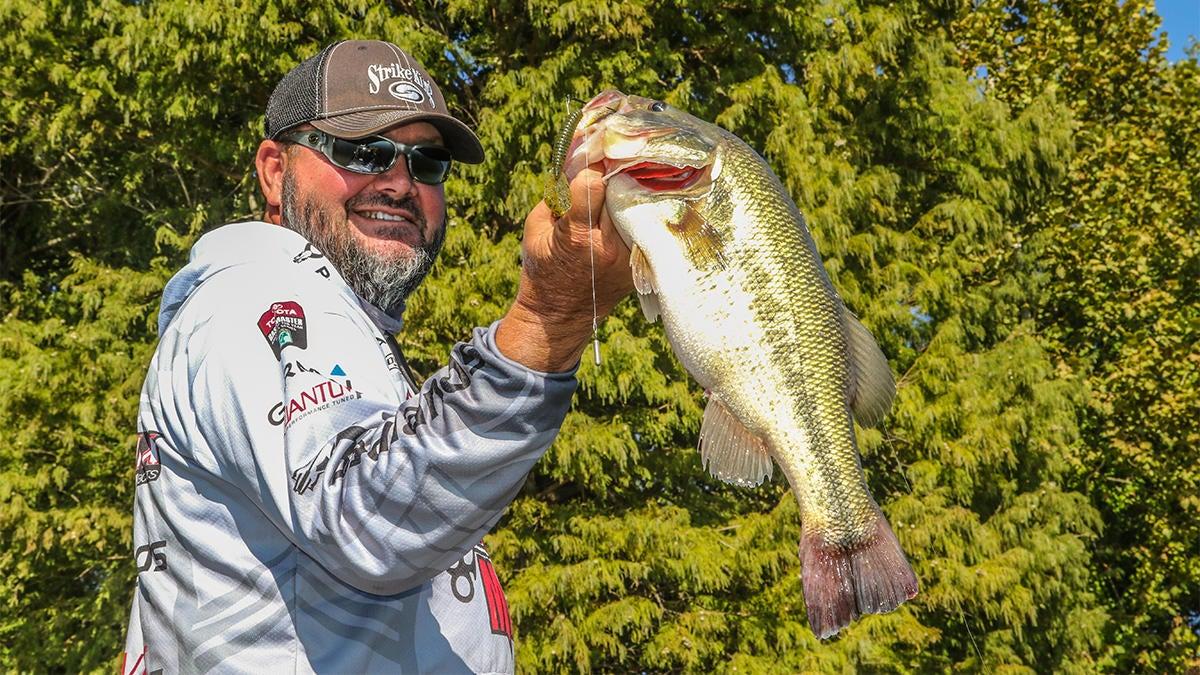 bass-fishing-with-drop-shots-bulked-up-4.jpg