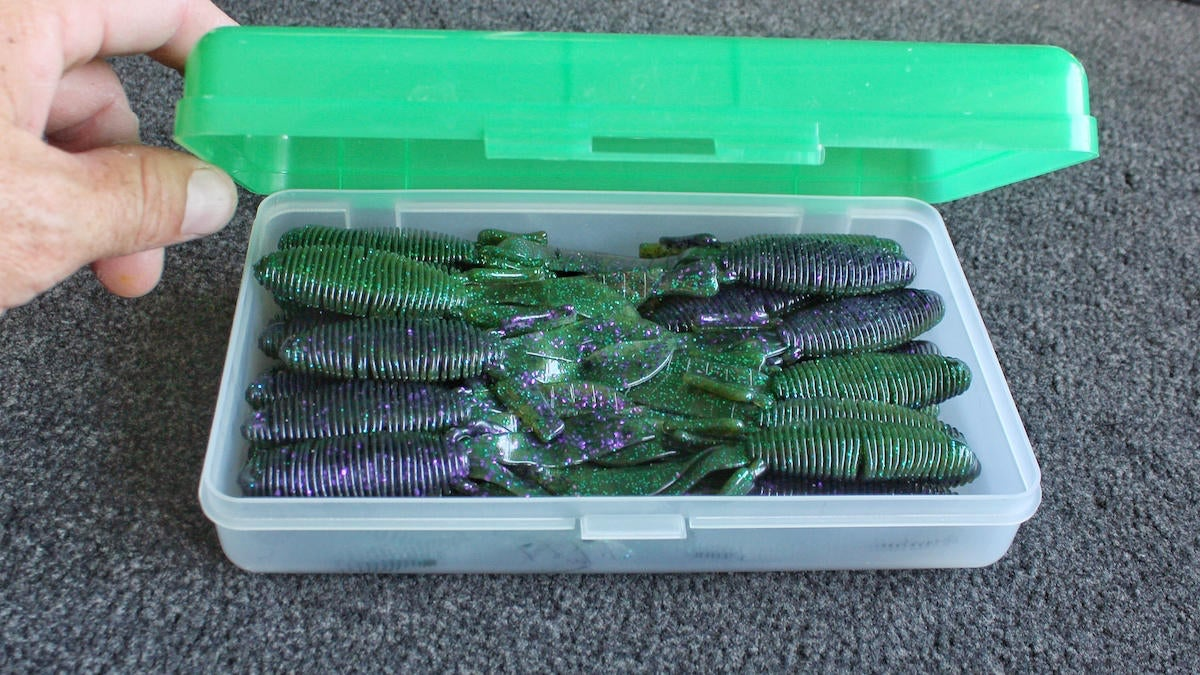 bass-fishing-hacks-with-household-items-11.jpg