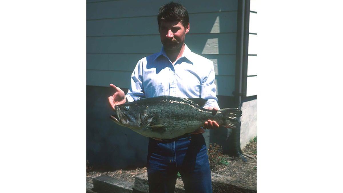 virginia-state-record-largemouth-bass.jpg