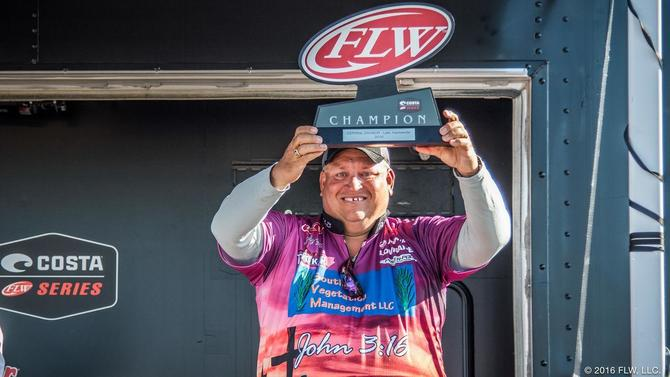 Fitts Wins Costa FLW Series on Dardanelle - Wired2Fish com